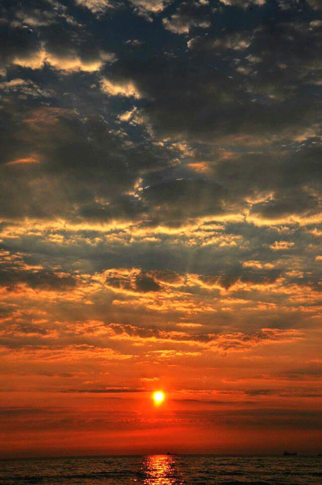 Albania Durres Sea And Sky Clouds And Sky Dramatic Sky Sunset Sunbeam Summertime Clouds