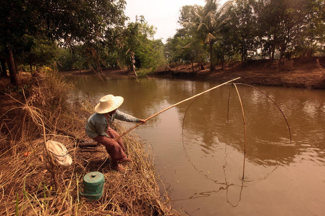 Beautiful stock photos of fishing, Bamboo - Material, Day, Dry, Fisherman