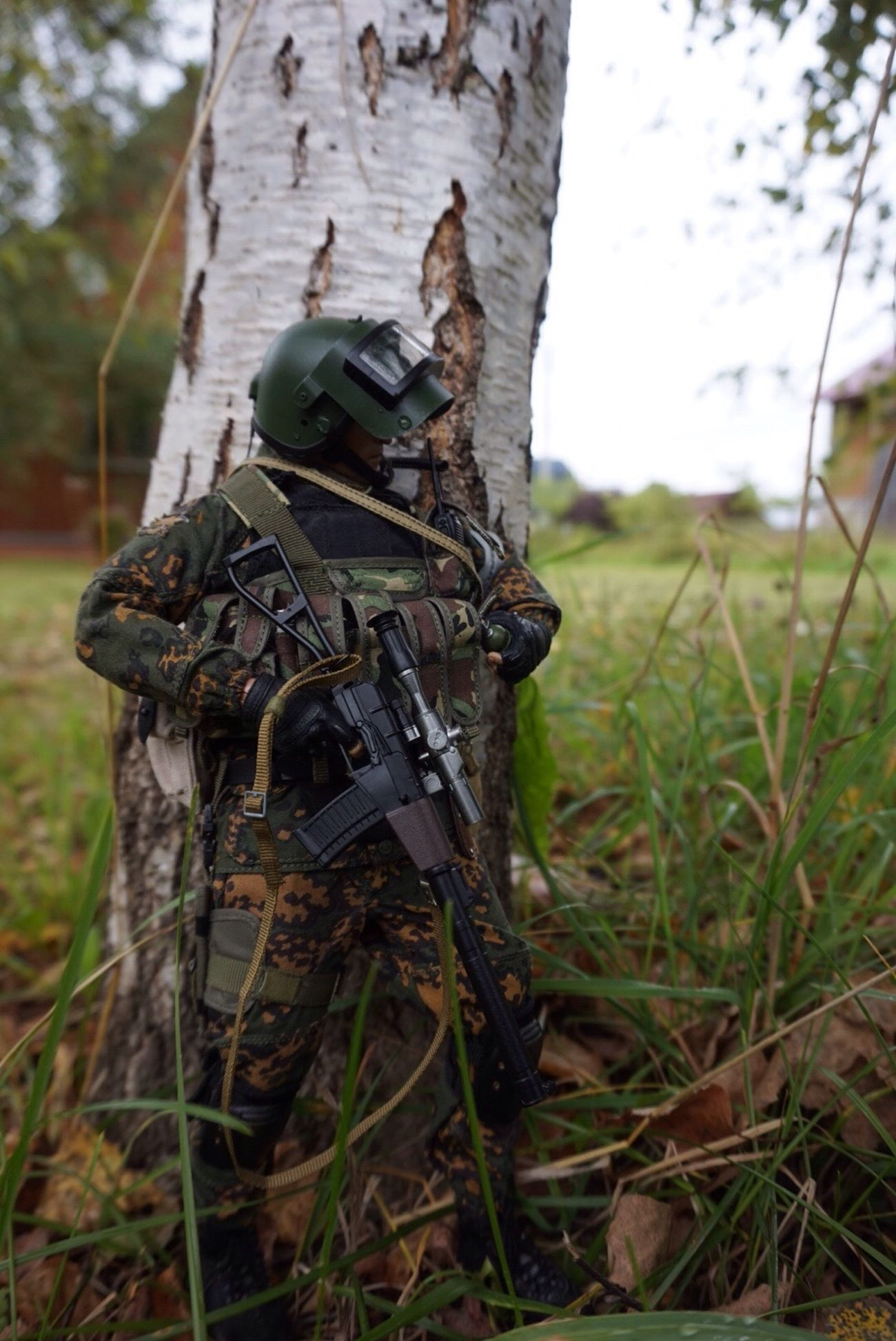Damtoys Spetsnaz Russiansolder Soldier Funko Funkopop Figure Collection Collector Alpha SonyA5000 Fotography Focus On Foreground Tree Trunk Tree Outdoors Close-up Day No People Grass Birdhouse Nature