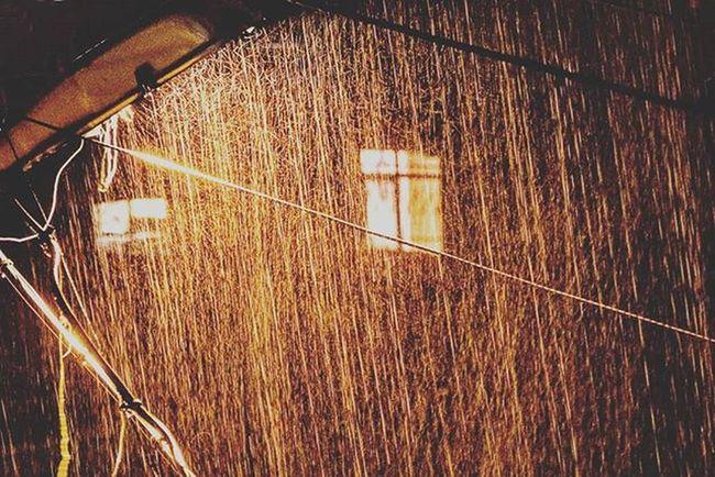 Az önce yağmuru sen sanıp bir miktar yaşadım. Bir miktar yaşadım seni hasretin baş aşağı. İsmail Balı © 2015. Ismailbalıphotography Moment O_an Street Lamb Rain Rainy City Lights VSCO Vscocam Vscogood Vscolover Instadaily Instalike Instagood Nikon Nikonphotography Nikond610 Orange @natgeocreative @natgeoyourshot @natgeo @atlas_dergisi @natgeoturkiye @natgeotravel @thephotosociety