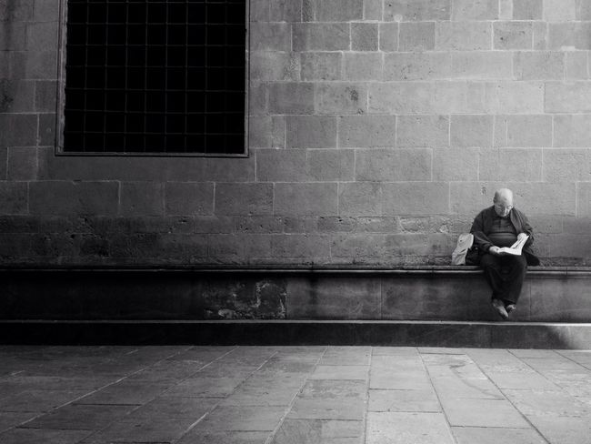 Feet up in the air Barcelona Streetphotography Streetphoto_bw AMPt_community Youmobile The Street Photographer - 2015 EyeEm Awards