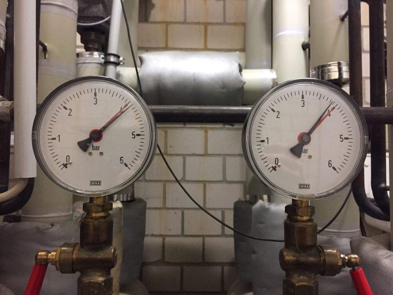 Gauge Pressure Gauge Instrument Of Measurement Industry Factory Pipe - Tube Meter - Instrument Of Measurement Machinery Indoors  Manufacturing Equipment Machine Part Number Technology Fuel And Power Generation No People Industrial Equipment Close-up Power Station Day