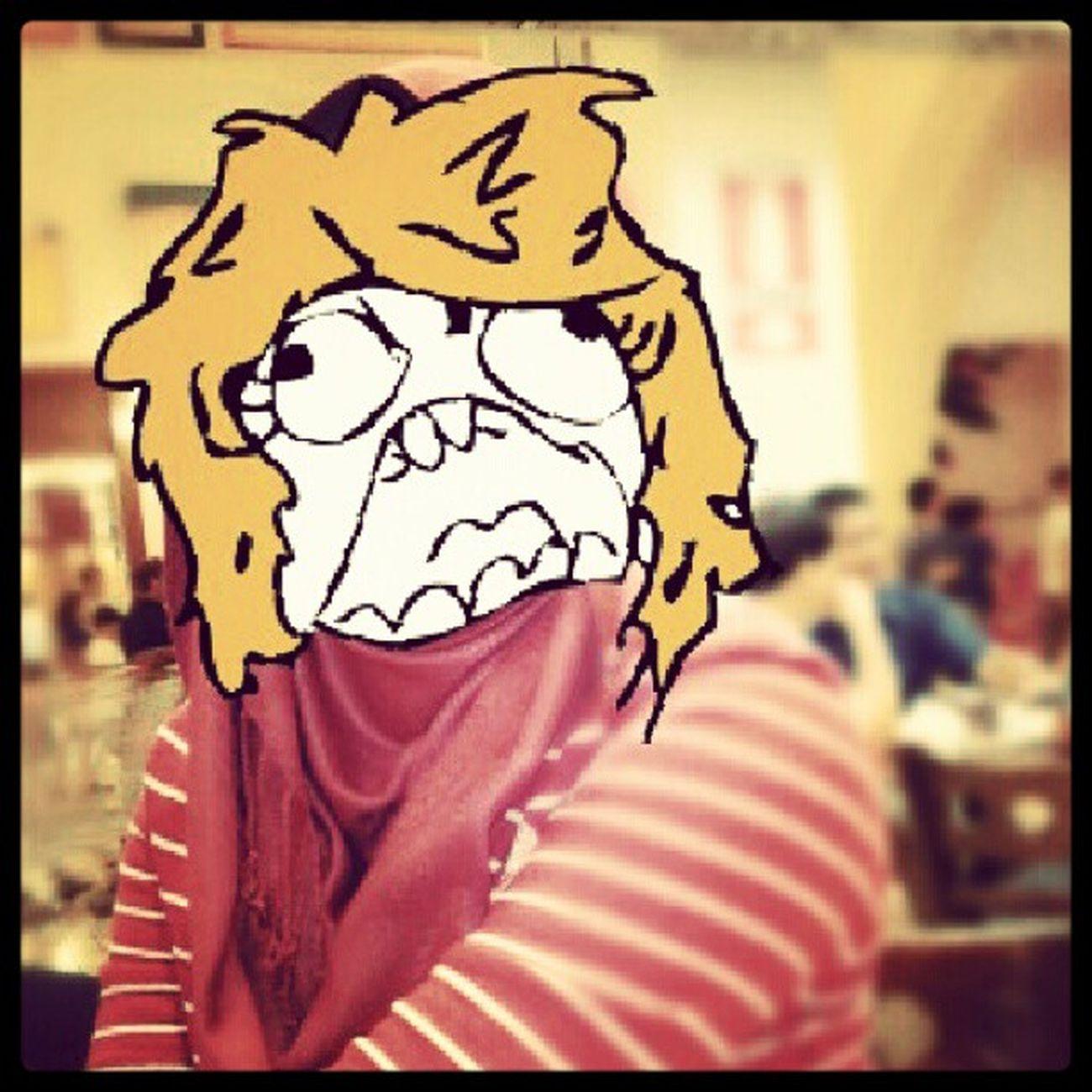 Tolong la Curier ikan bilis kat saya kat Qatar nih!!!Gahhh gahhhhh!!! Rageface @maszlavista
