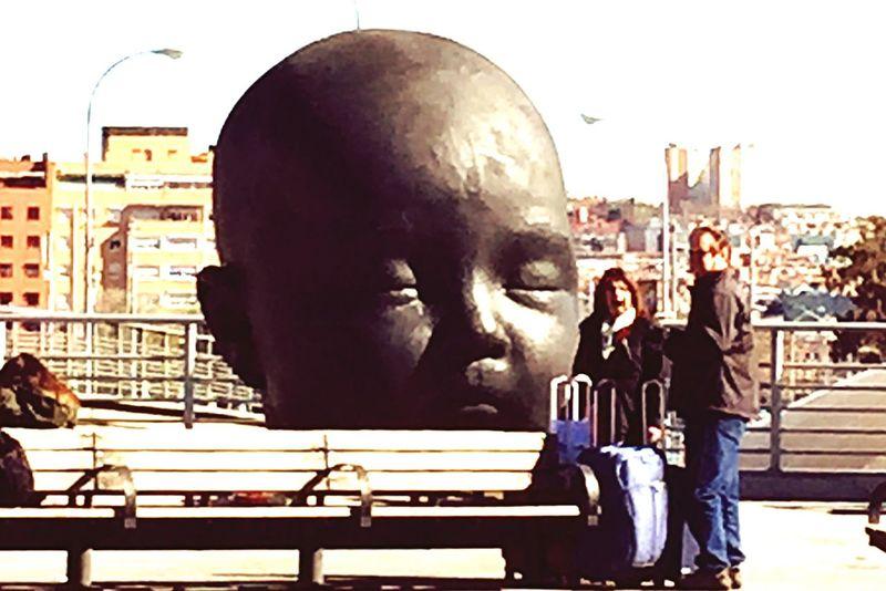RePicture Friendship escultura de Antonio López Public Transportation
