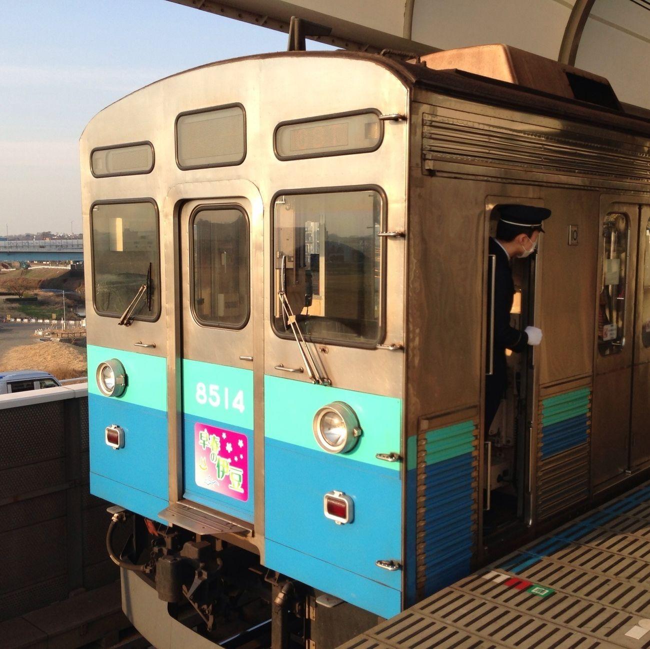 二子玉で観た田園都市線8500系電車を使用した「早春の伊豆号」