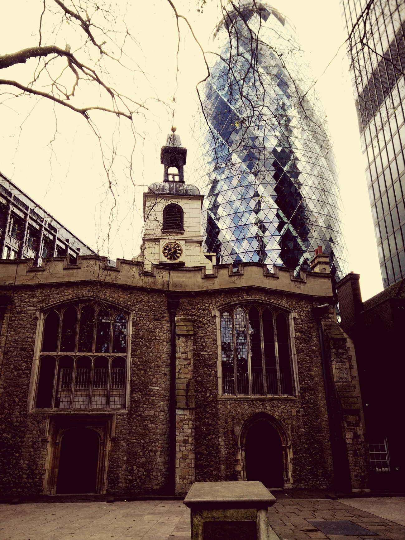 Gherkin Building Old Church Alt Und Neu Old And New Gegensätze