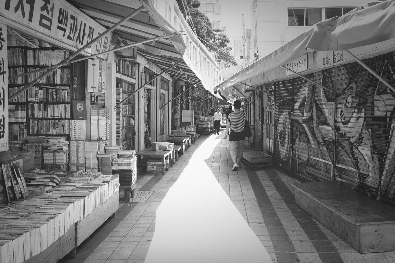 Black & White 부산골목Book Store