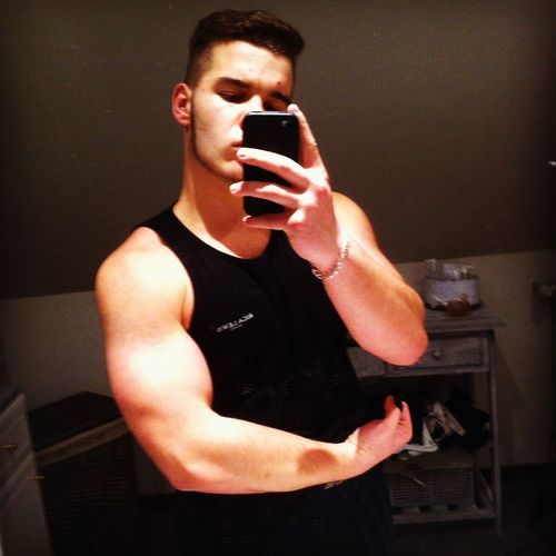 Tu pèses dans l'game negro ! 💪 Musculation  Biceps Nouvelle Coupe EtOuaisMaggle