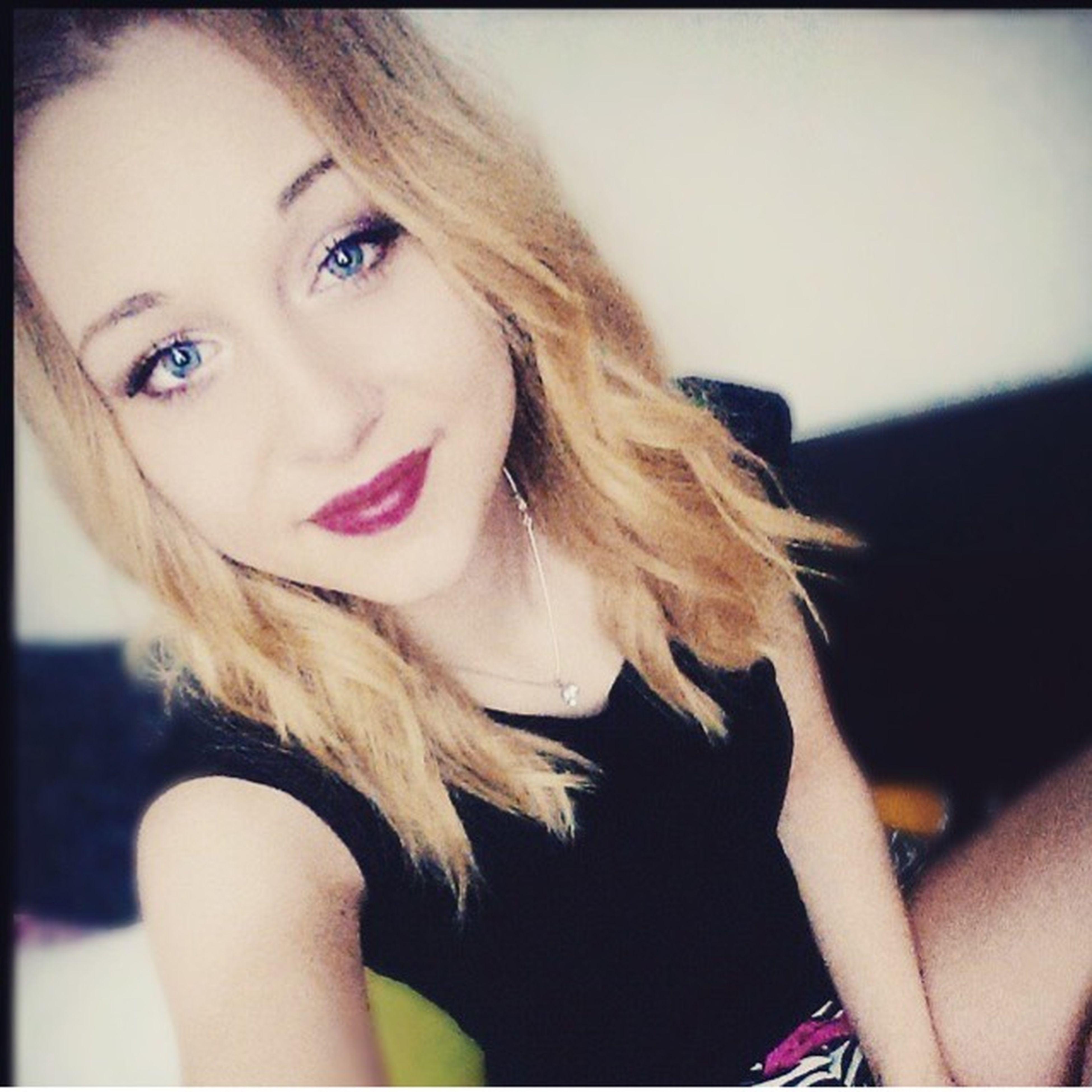 Redlips💋 Kiss Love Blondegirl Like Follow Me In Instagram : Jennyo2608 Younowerin Younow Germany #berlin ❤️❤️👌🏼