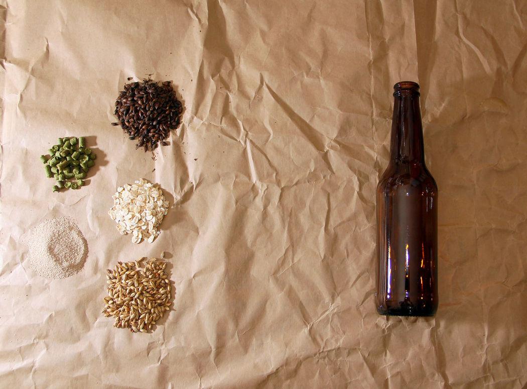 materia prima y accesorios para elaborar cerveza arteanal Accesories Basics Beer Beer Ingredients Beer Porn Cerveza Artesanal Craft Beer Craft Board Craftbeer Hops Ingredients Malt Yeast