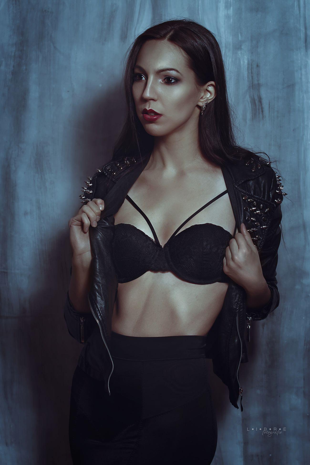 Anna Lena l Hotgirl Redlips Photoshoot Blackhair Fashion Harness Librefotografie BlackDress Bonn Cologne
