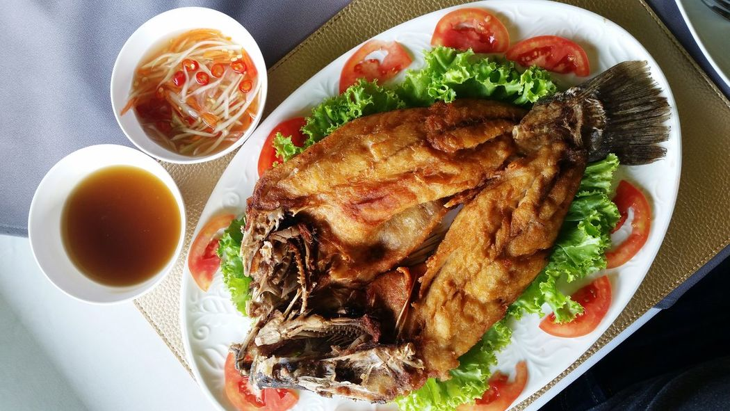 Close-up Deep Fried Fish Deep Fried Seabass Fish Sauce Food Fried Fish Fried Seabass Healthy Eating Meal Meat Menu Plate Ready-to-eat Restaurant Sauce Seabass Seafood Serving Size SLICE Thai Food Thai Foods Thai Restaurant Thai Seafood Tomato Tomatoes
