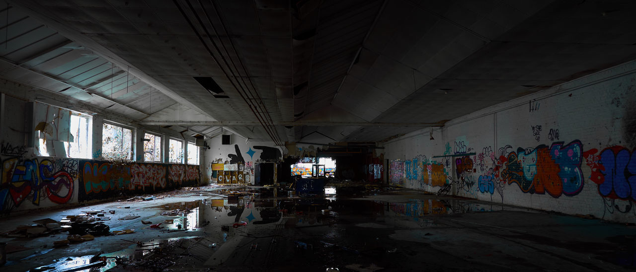 graffiti, messy, abandoned, indoors, dirty, architecture, built structure, no people, day
