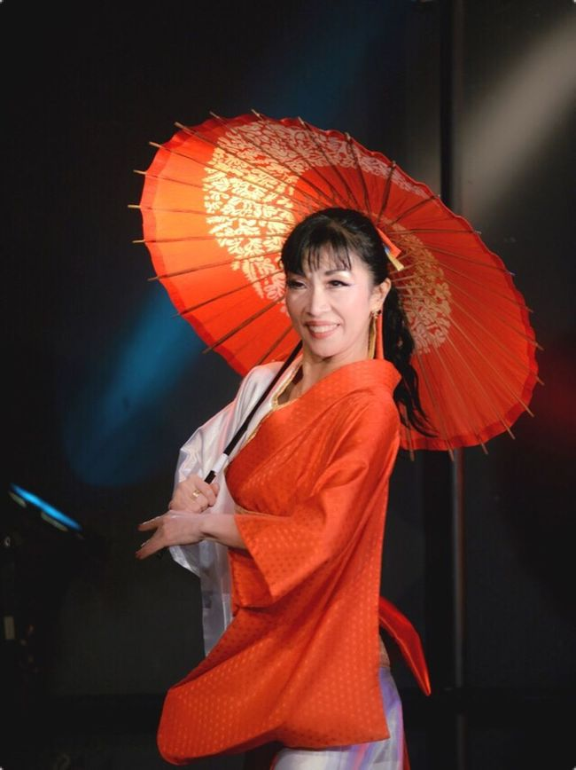 Women Around The World Dance Japanese Fusion Japan Kimono KimonoStyle Self Portrait ThatsMe Redandwhite Red White Parasol One Person One Woman Only Smiling Adults Only Portrait Happiness Young Adult Cheerful Beautiful Woman One Young Woman Only Adult Night Only Women