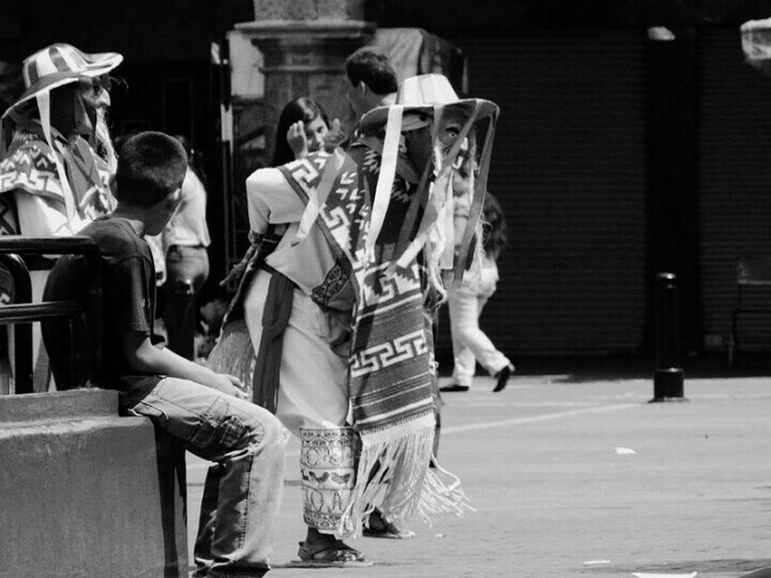"Viejito Streetphotography Streetphoto_bw Black & White LeslieGrIn ""El Viejito"" Guadalajara"