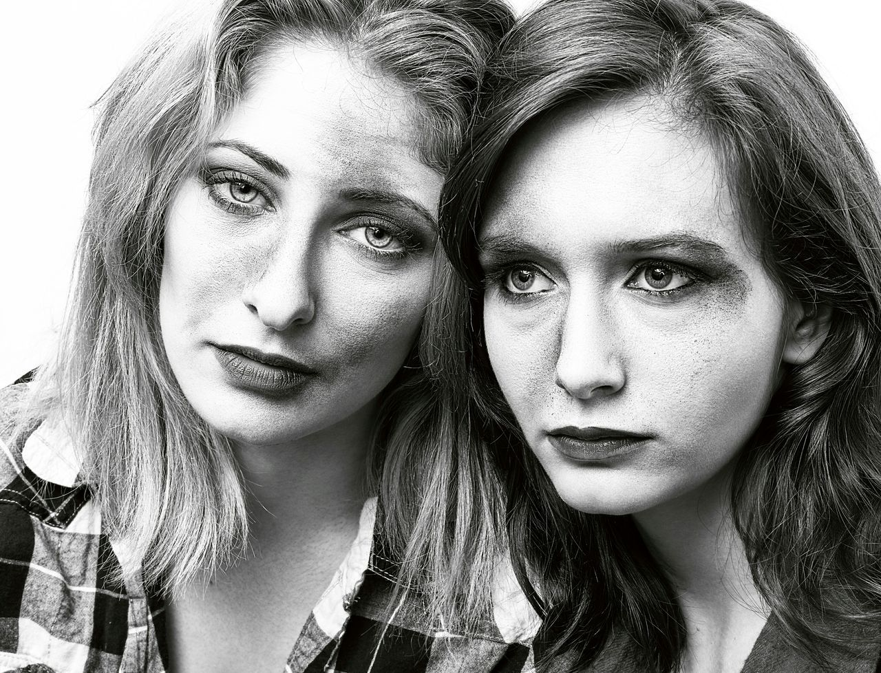 sadness, portrait, two people, headshot, looking at camera, young adult, women, young women, human face, lifestyles, friendship, real people, beautiful people, adult, people, close-up, blond hair, day, relationship difficulties, outdoors, adults only