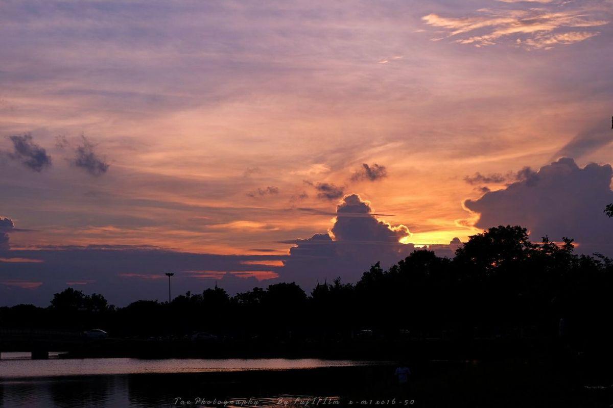 วันหยุดได้รูปมาเป็นเข่ง ^^ | Twitter@Tae_photography Sky EyeEm Best Shots Enjoying The Sun Fujifilm X-m1 Sunset Nature Enjoying Life Walking Around Sky And Clouds Beatiful Thailand