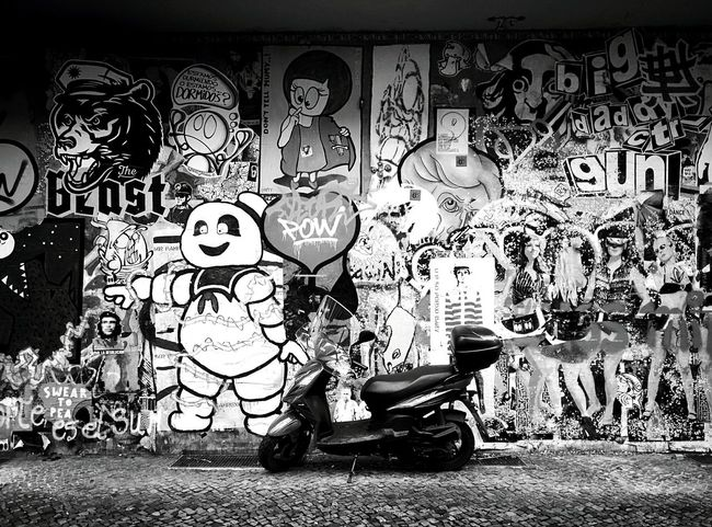 Day 275 - Graffiti Berlin Blackandwhite Streetphotography Streetphoto_bw Graffiti Streetart Scooter 365project 365florianmski Day275