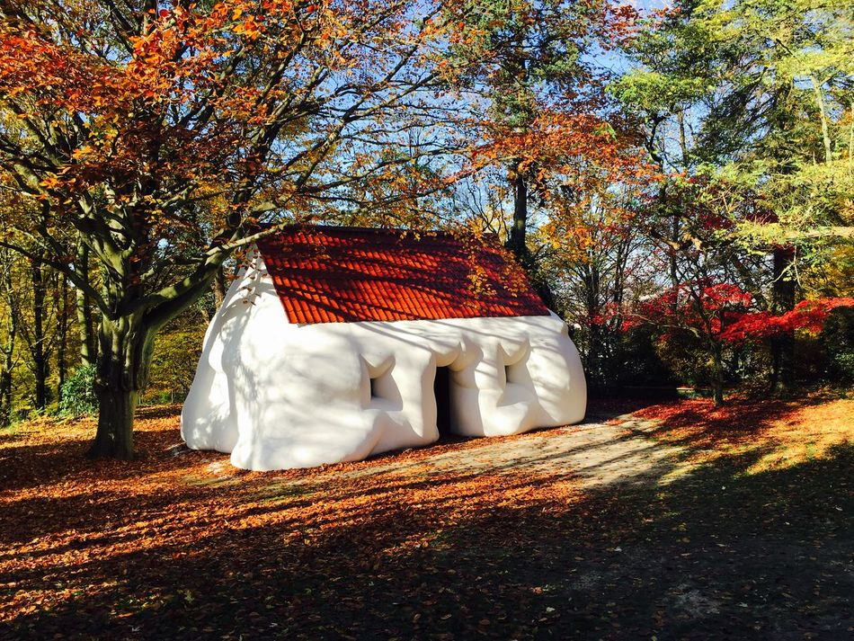 Enjoying The Sun Colors Of Autumn Art Interesting Pieces Architecture Discovering Great Works Fat Creepy Spectecular Visiting Museum Façade