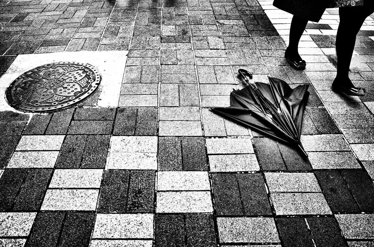 トーキョー・ブルース ~Tokyo Blues~ 渋谷 Shibuya #3 B&w Street Photography Black And White Creative Light And Shadow Monochrome Photography People Shibuya SHINJYUKU Street Street Photography Streetphoto Streetphoto_bw Streetphotographer Streetphotographers Streetphotography Streetphotography_bw Tokyo Tokyo Street Photography Tokyo,Japan
