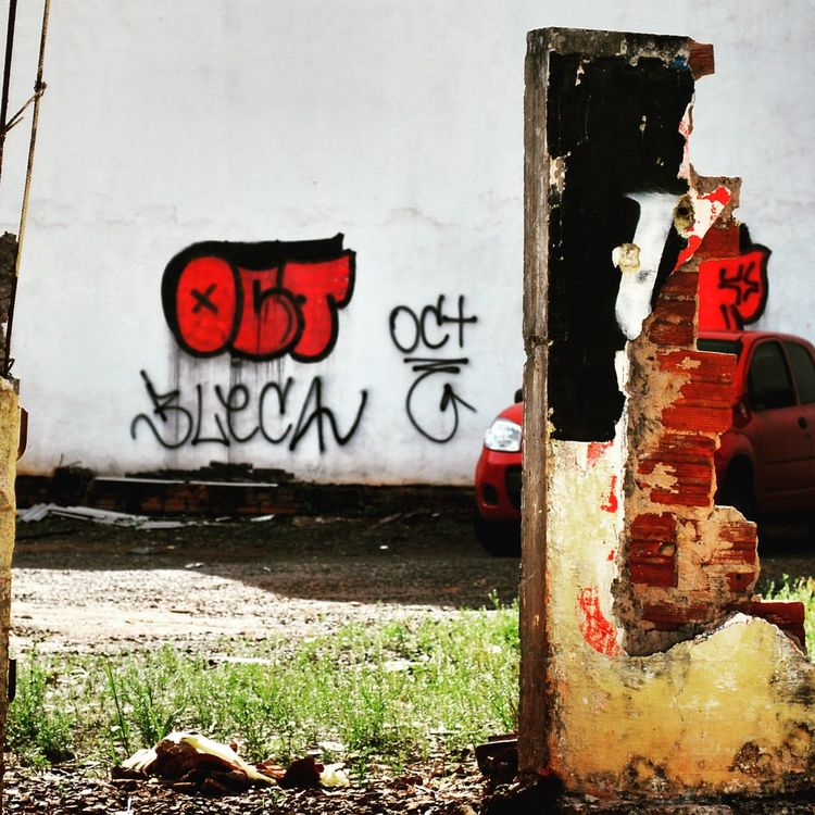 Graffiti Graffiti Art Communication Urban Composition City Photography Composition City Life Street Photography EyeEm Art Street Red Color Colors Street View Graffiti Collection Color Explosion Color Photography Maringa Street Expression Eyeem Graffiti Photoday Outdoors TakeoverContrast