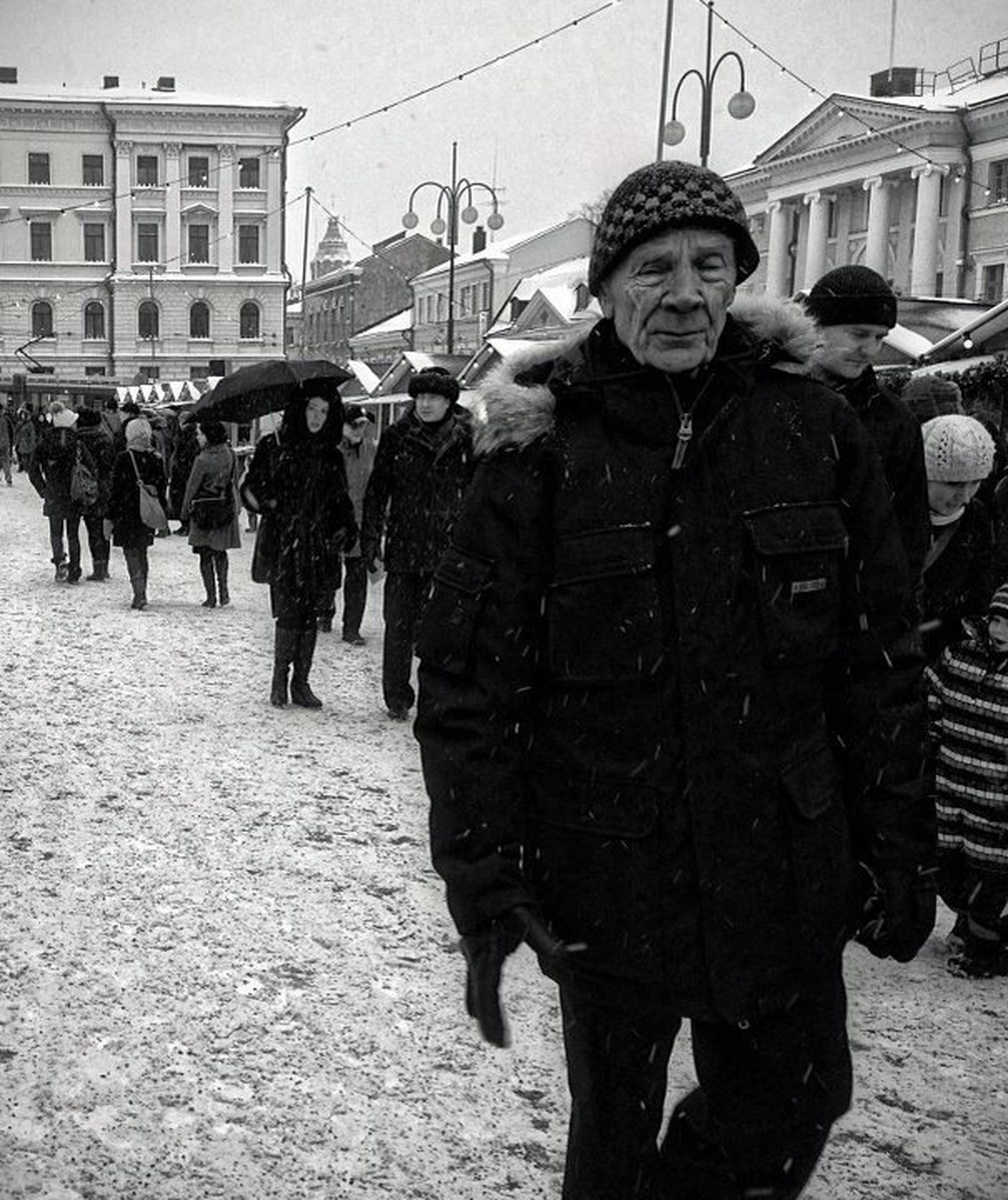 lifestyles, building exterior, men, architecture, built structure, leisure activity, casual clothing, walking, warm clothing, full length, person, winter, standing, street, rear view, cold temperature, large group of people, snow