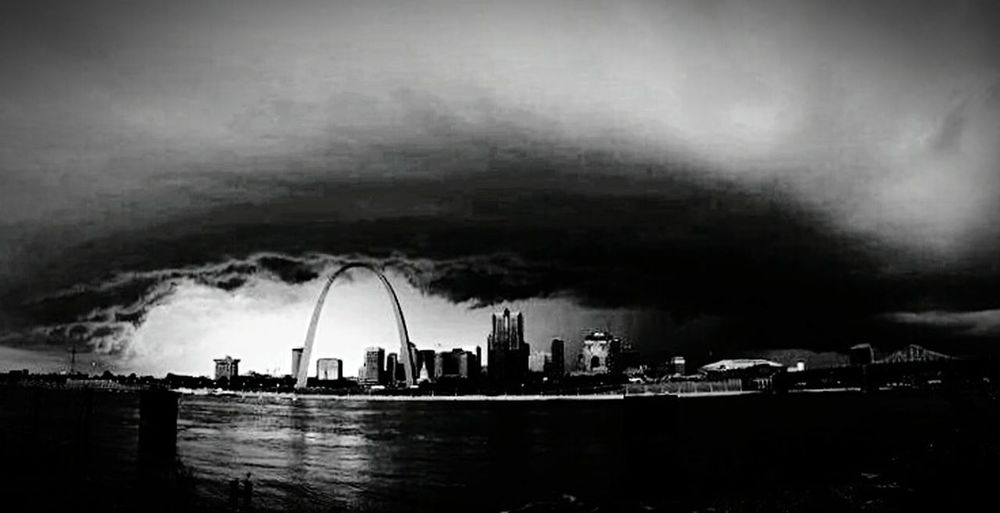 The calm before the storm. Stlouisarch Storm Clouds Followyourheart Travel Whatilivefor Natureporn Love It Cantstopwontstop Myzen
