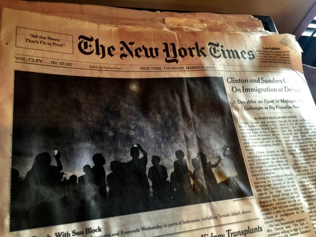 Newyorktimes Newyorkcentral People Iconic Staples Newspaper Read Daily Smelleofnewspaper