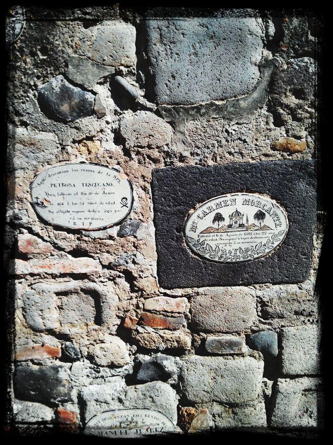 Placas con escritos antuguos de Huejotzingo, Puebla.