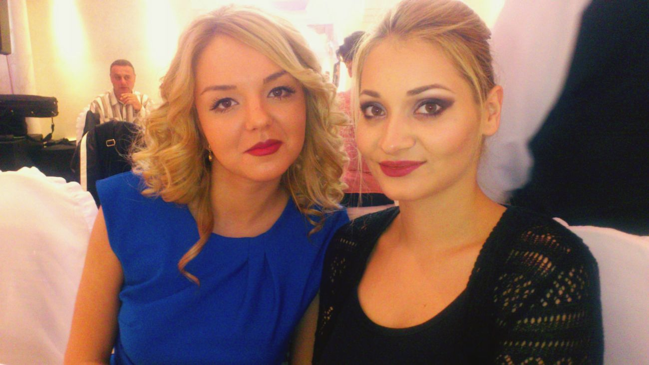 Friends Guest Wedding Blondies Coleague Beautiful Check This Out Posing Red Lips