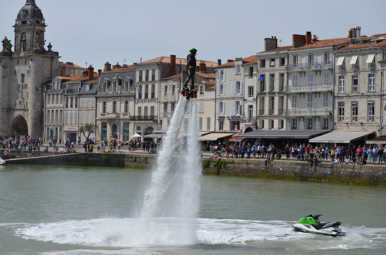 Démonstrations pendant la Semaine du Nautisme de La Rochelle dans le Vieux Port le 19 juin 2016. Demonstration Flyboard Jet Pack La Rochelle, France Nautisme Semaine Du Nautisme Vieux Port