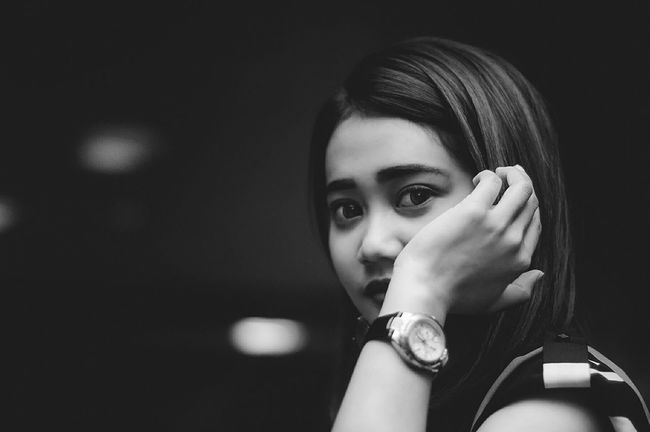 hi there :) Headshot Young Adult Looking At Camera Casual Clothing Fashion Bw Blackandwhite EyeEm Best Shots - Black + White Black And White Monochrome Photography EyeEm Best Shots Beautiful People Beauty Person Fashionable Side View Human Face EyeEm Gallery