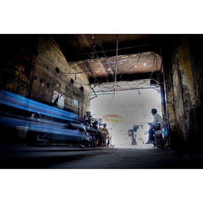 The Blue Flash - again. Shot on my Sony a5000. Sony A5000 İlçe -5000 Theappwhisperer GoodRadShot Fhotoroom PicHitMe eyeem eyewm_o menchfeature Photography Cambodia PhnomPenh @fhotoroom_ @pichitme @mobile_photography @goodradshot @street_hunters @eyeem_o @photocrowd @photoadvices