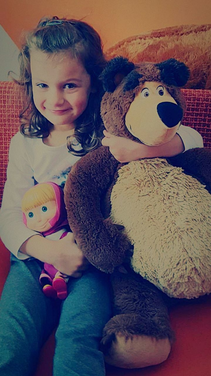stuffed toy, teddy bear, childhood, toy, animal representation, one person, home interior, indoors, cute, real people, girls, bed, sitting, doll, bedroom, child, close-up, day, friendship, people