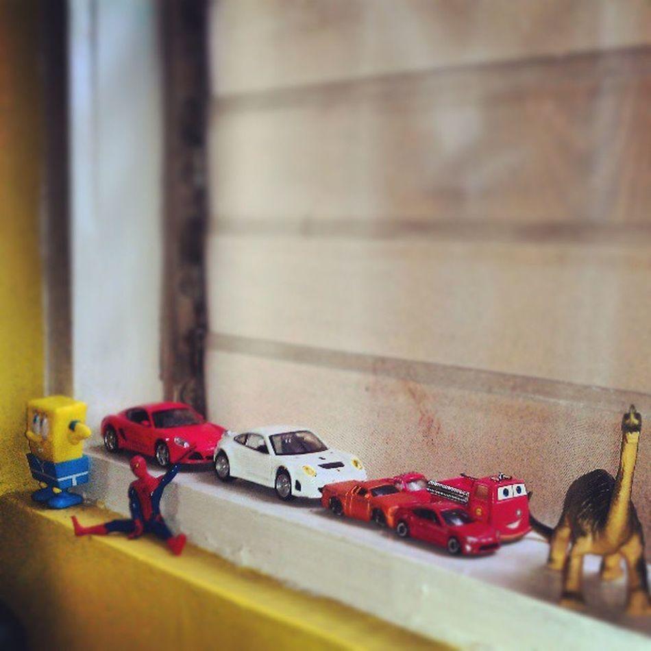 Little boy's Treasures Toys Cars Spongbob spiderman dinosaur windowsill kid playtime