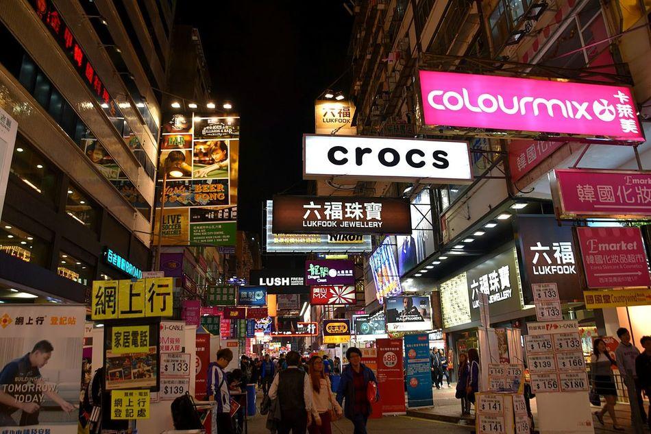 Taking Photos JUSTMYPOINTOFVIEW Streetphotography Eye4photography  This Is Hongkong Urbanphotography From My Point Of View Night Photography Everybodystreet HongKong This Is Hongkong