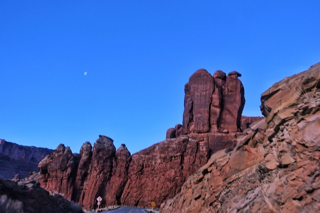 USA Photos Rock - Object Rock Formation Geology Travel Destinations Nature Eagle Landscape Extreme Terrain Rural Scene Power In Nature Stone Beauty In Nature Physical Geography Desert Scenics Sky Outdoors Sunlight No People Red Travel Rock Hoodoo Clear Sky Streamzoofamily