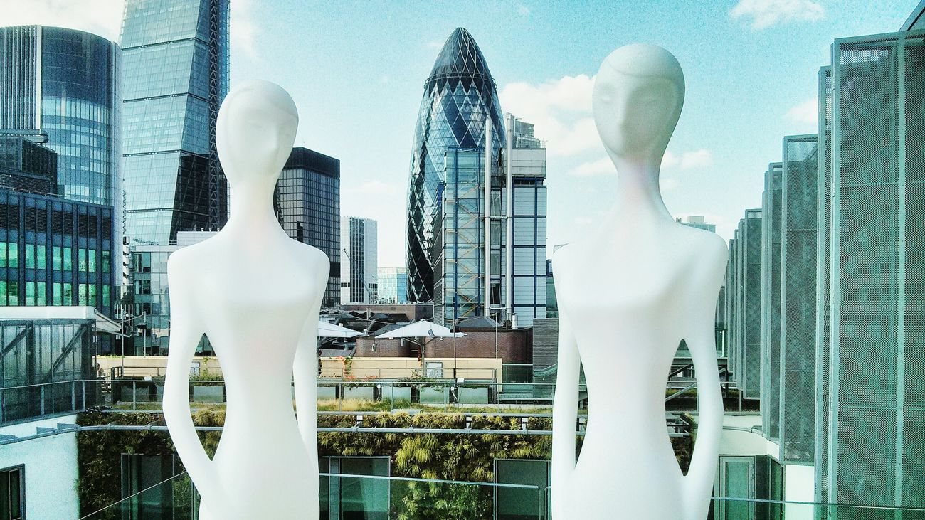 Two is better than one London Gherkin Tower Skyscraper City Roof Cityscape Cool Panorama Longue  Hilton Cheese! Urban Statue Women Happy Hour The Architect - 2016 EyeEm Awards