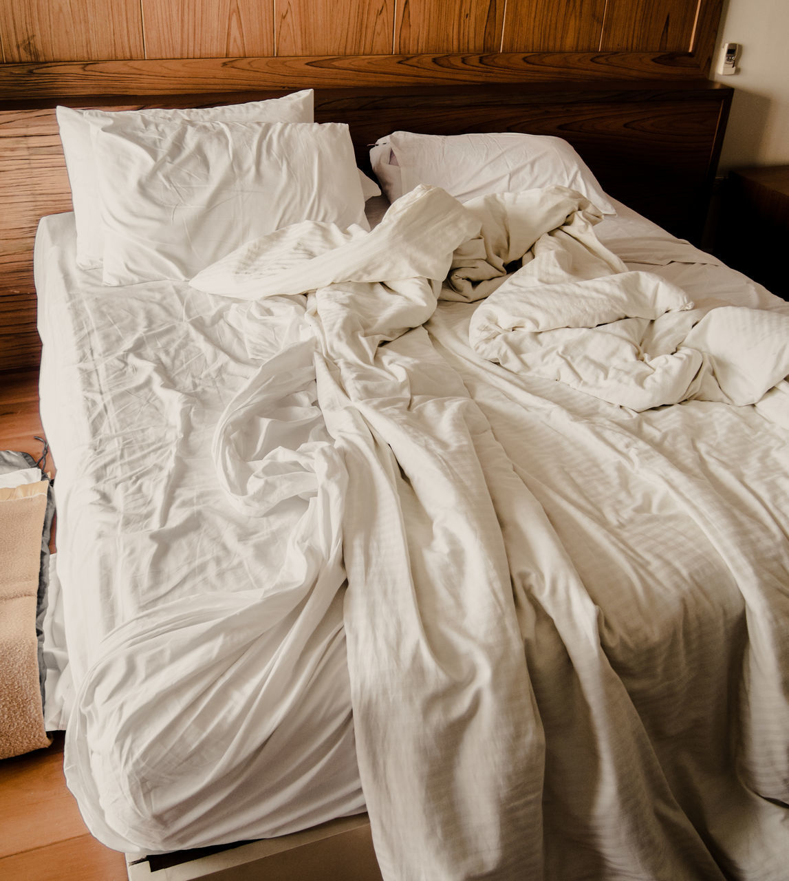 bed, bedroom, indoors, sheet, no people, home interior, crumpled, high angle view, pillow, day, close-up