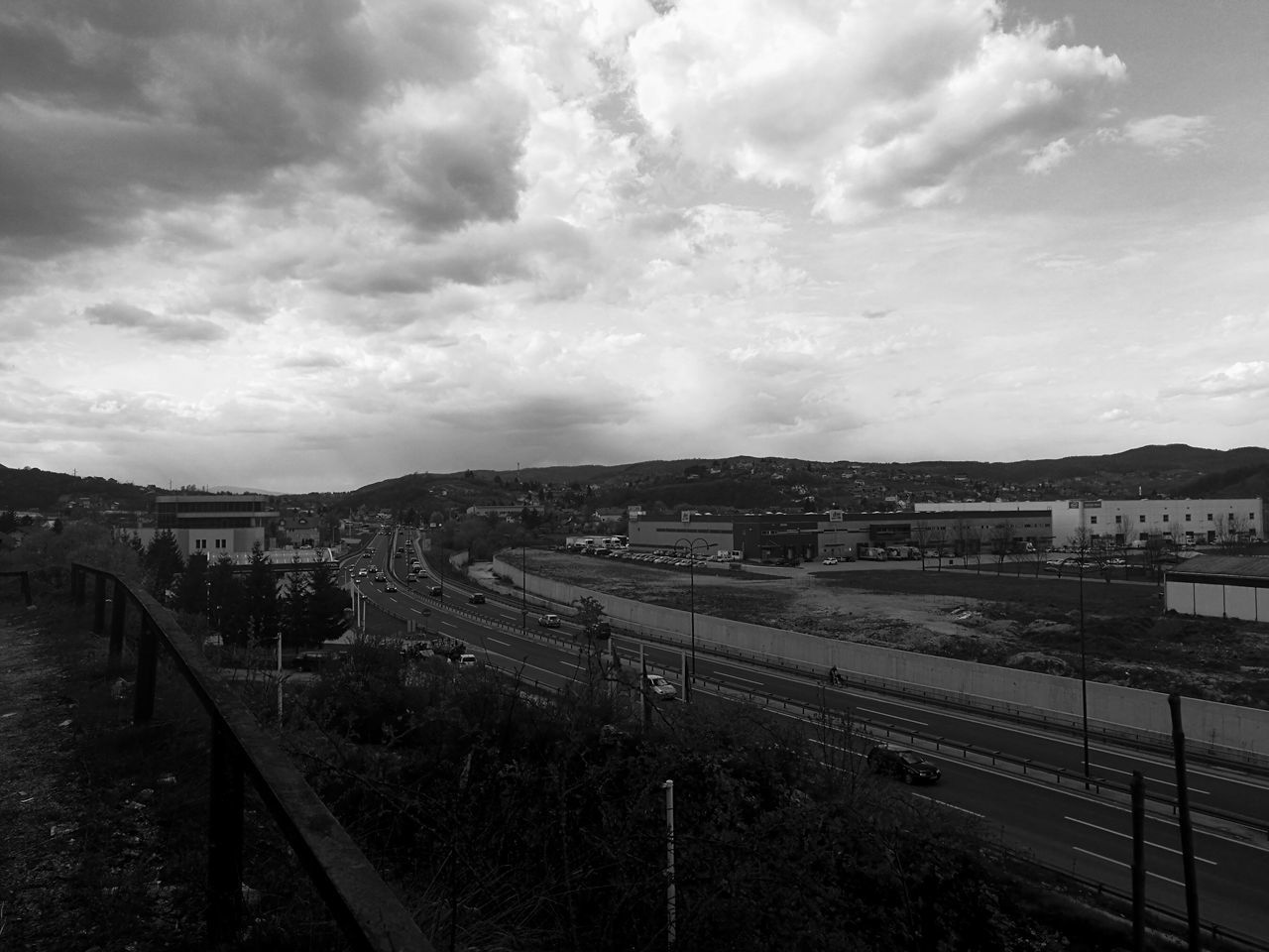 Busy day on the highway Cloud - Sky Transportation Sky Train - Vehicle No People City Built Structure Outdoors Architecture Day Scenics Tranquility Grass Windows WindowsXP Background Screensaver Huawei P9 Leica Leicaphotography Leica Dual Camera HuaweiP9shots Huaweip9photos Leica Lens Highway Highways&Freeways