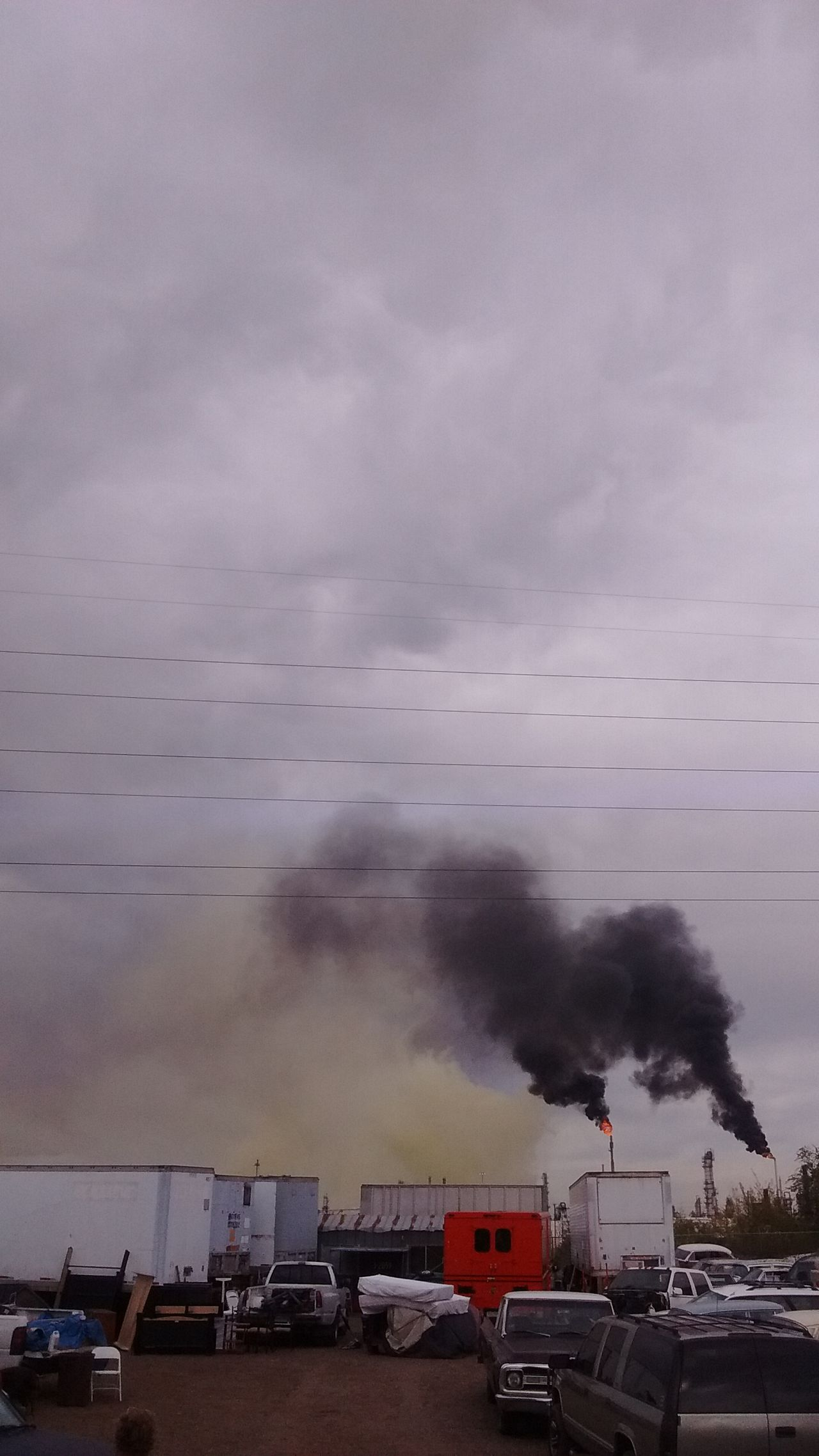 """2016 Suncore Refinery """"Yellow Plume"""" Commerce City, Colorado ENVIRONMENTAL HAZARD as it was happening. 911 Accidents And Disasters Cover-up Day Denver Colorado  Environmental Damage Epa Factory HAZMAT EMERGENCY Industry Nature Outdoors Rescue Sky Smoke - Physical Structure Smoke Stack"""