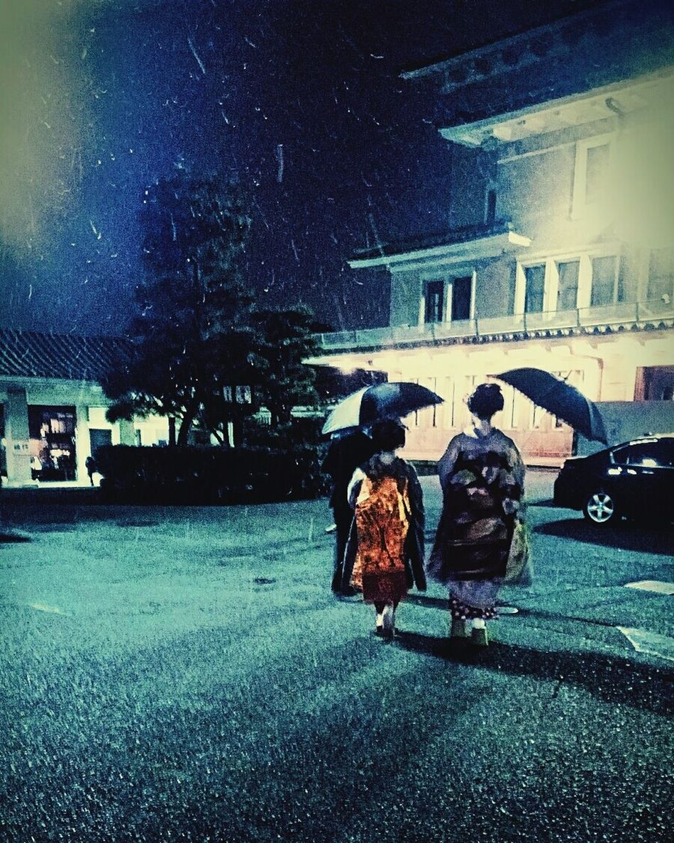 Snowing ❄ Maiko Of Kyoto Blessed  Gooddays Love ♥ Happiness ♡ Japanese Culture Winter Firsttimer Walking Real People Outdoors Holidays In Japan Throwbacksunday Paparazzi Style Wanderers Of The World Lost Souls  Travel Junkie