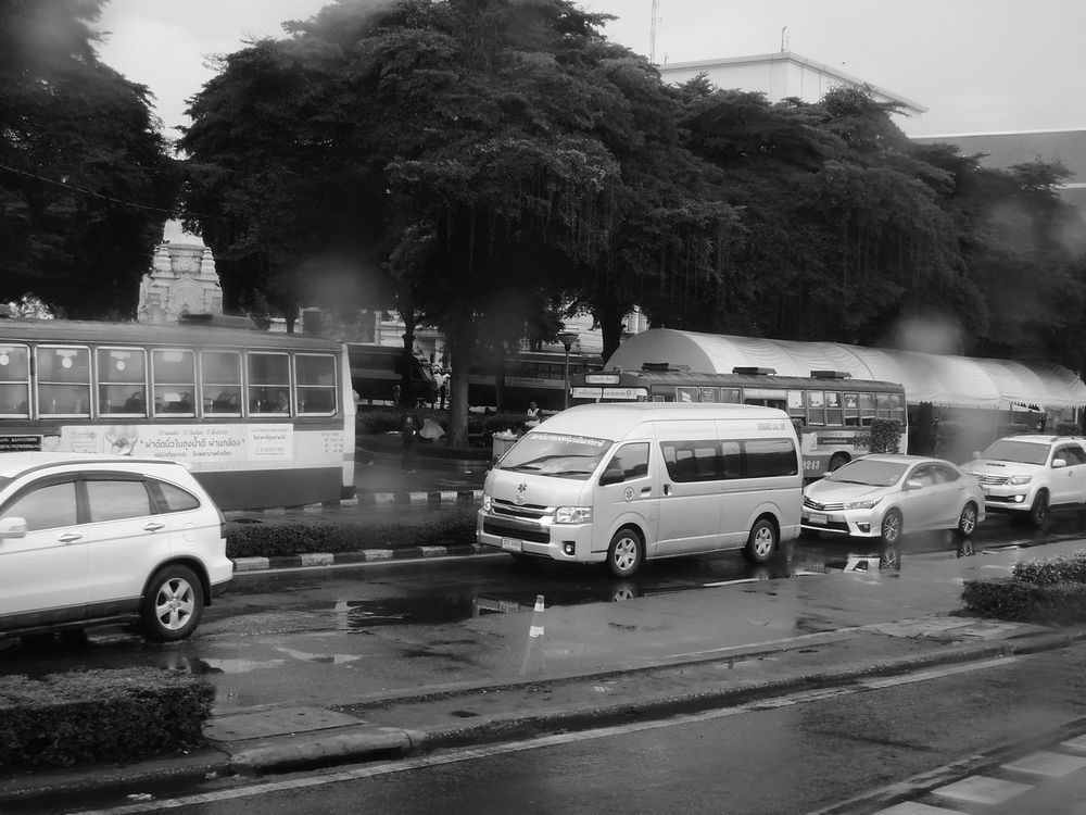 traffic in bangkok city Bangkok Black And White Black And White Photography Blackandwhite Car Circle City Day Life Metropolis Monochrome Monochrome Photography Monotone Outdoors Road Sanam Luang Bangkok Sanamluang Street Streetphoto_bw Streetphotography Thailand Traffic Tree