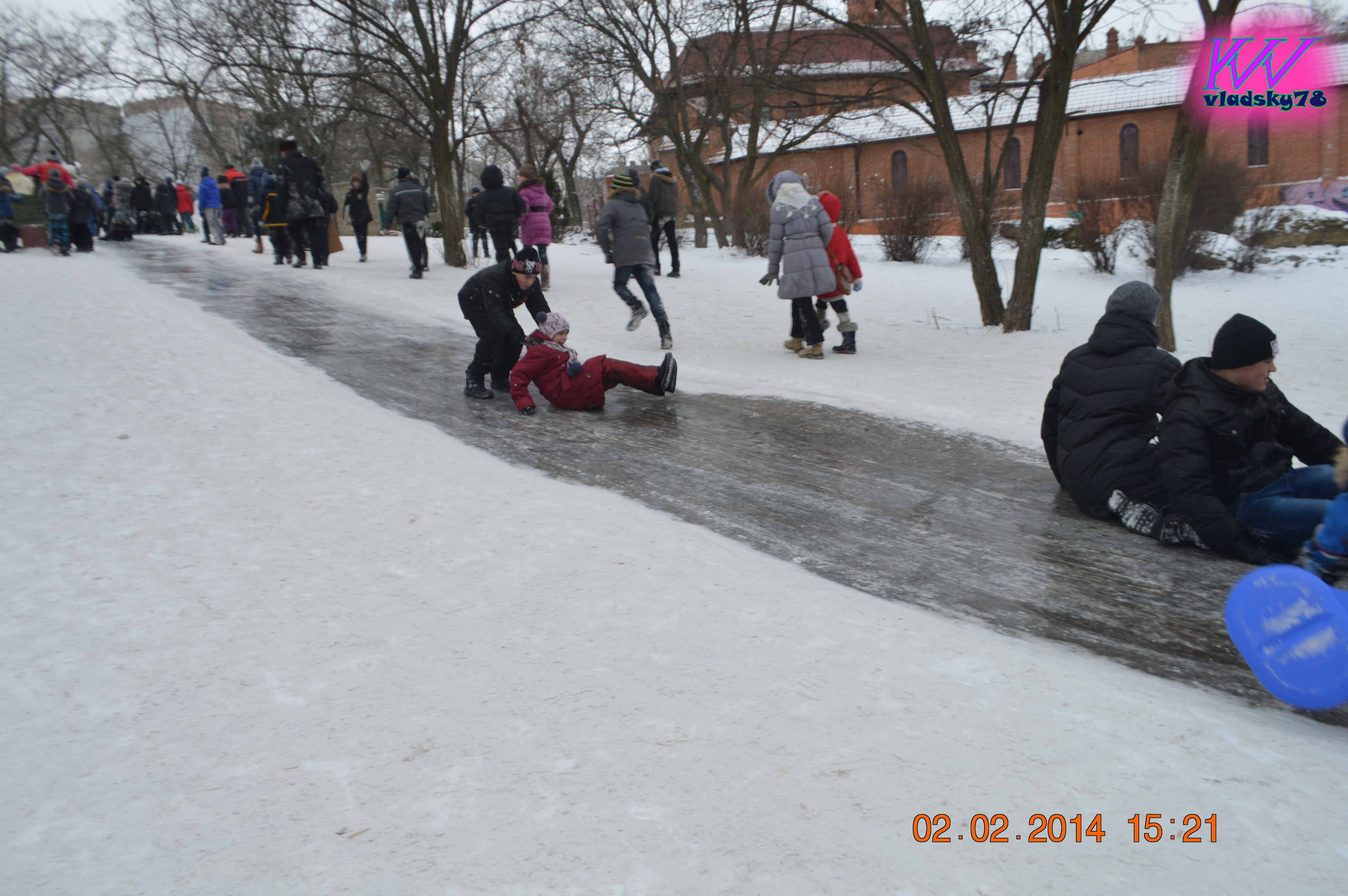 winter, leisure activity, real people, tree, day, outdoors, cold temperature, childhood, sitting, warm clothing, lifestyles, men, snow, nature, ice rink, people, adult