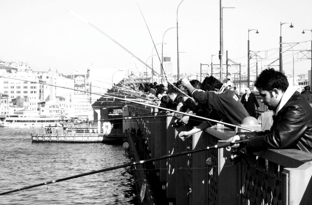 Galata'da balıkçılar. Galatakoprusu Galata Balıkçılar