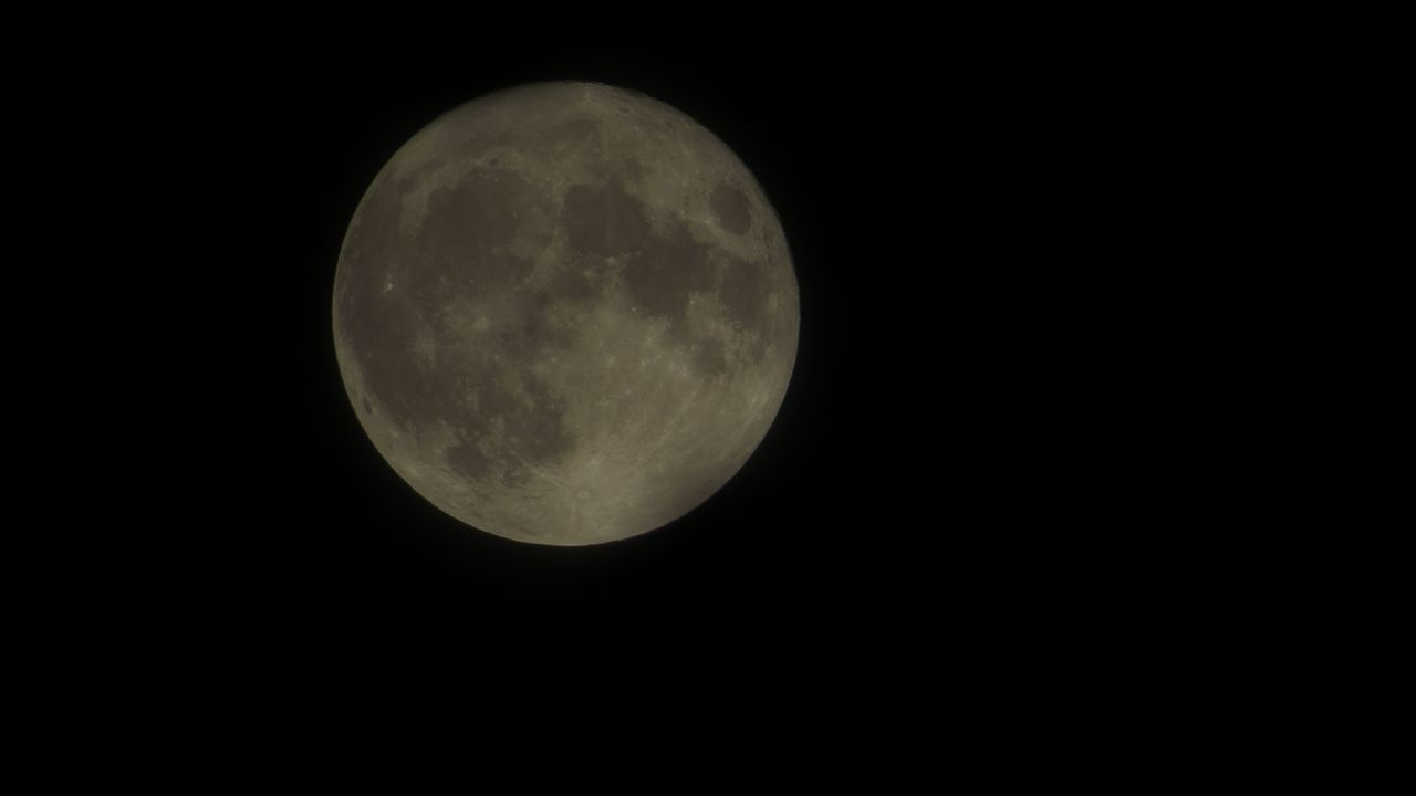 SuperMond vom 14.11.2016 Moon Mond Supermoon Supermoon16 Vollmond Fullmoon At The Sky Fullmoon Germany Deutschland Mannheim Paradeplatz