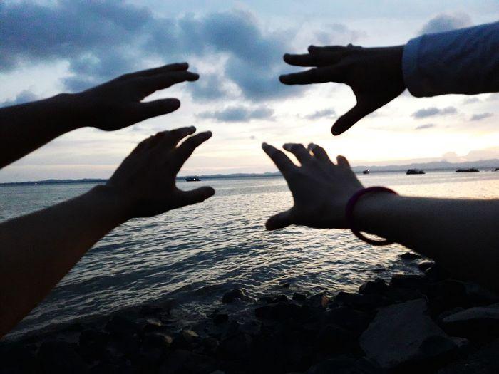 Human Hand Human Body Part Cloud - Sky Outdoors Beach Sunset Sky Nature Sea Horizon Over Water Close-up The Great Outdoors - 2017 EyeEm Awards EyeEmNewHere Beauty In Nature Adventure Uniqely tawau sabah