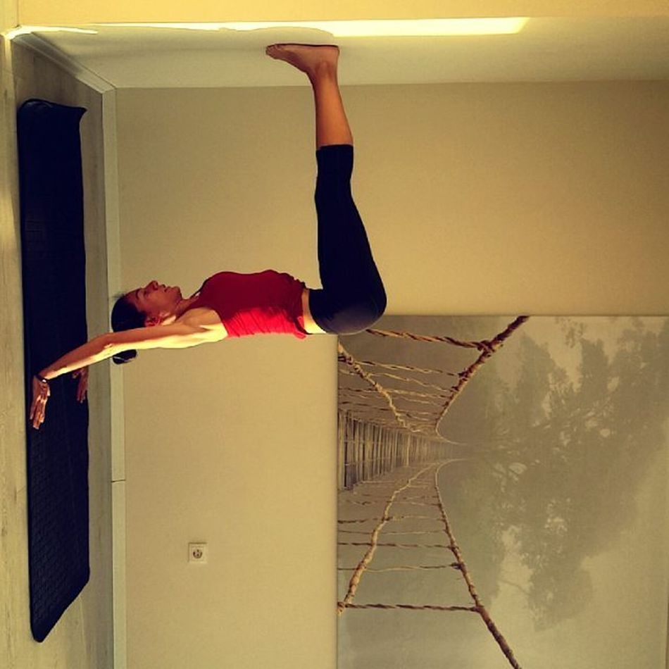 The nature of Yoga is to Shine the light of awareness into the darkest corners of the body 🕉 Riseandshine Dailyogabydicle Handstand  Work Yogadaily Yogateacher Aycyambassador Yogalife Goodvibes Instadaily Yogaeverywhere Askileyap