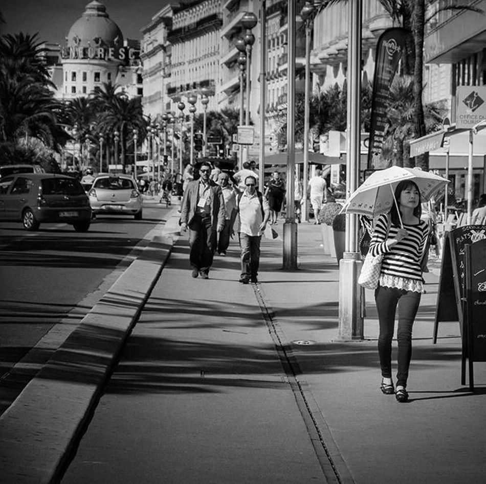 Loves_urban Urban Streetlife_award_crossing StreetLife_Award Nizza Monmonaco Montecarlo Promenadedesanglais Promenade France Ig_france Ig_street Ig_streetlife Ig_portrait Japanese  Japangirl