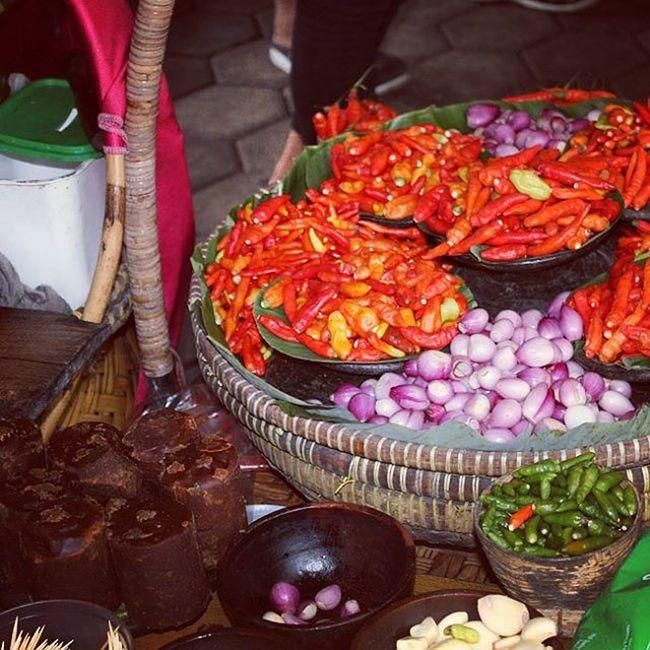 Seasoning, spices The recipes of Tahu Gejrot from Cirebon  Tahugejrot Recipe Bumbu Hotchili Onion Traditionalfoods Foodshare Pedes Cengek Caberawit Palmsugar Seasoning Spices